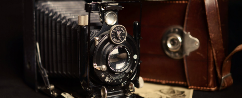 https://www.pexels.com/photo/camera-photography-old-antique-37397/